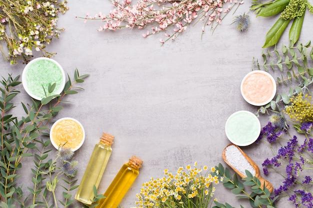 Concept de beauté et d'aromathérapie avec spa sur fond de bois rustique pastel.