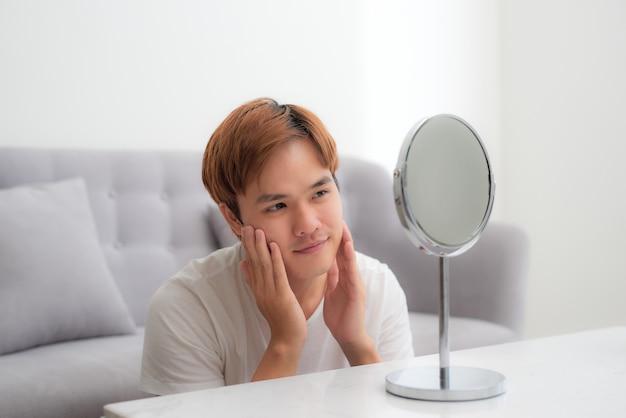 Concept de beauté du jeune garçon asiatique.