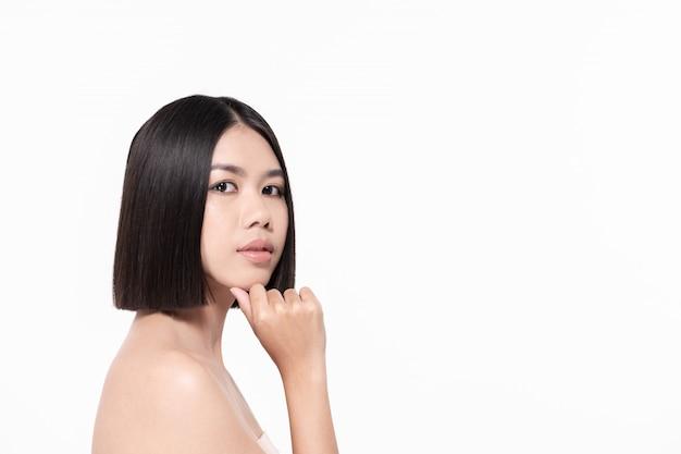 Le concept de belle femme en bonne santé. les belles femmes prennent soin de la santé de la peau. belle fille