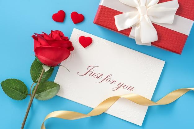 Concept de belle saint valentin ou cadeau d'anniversaire et salutations