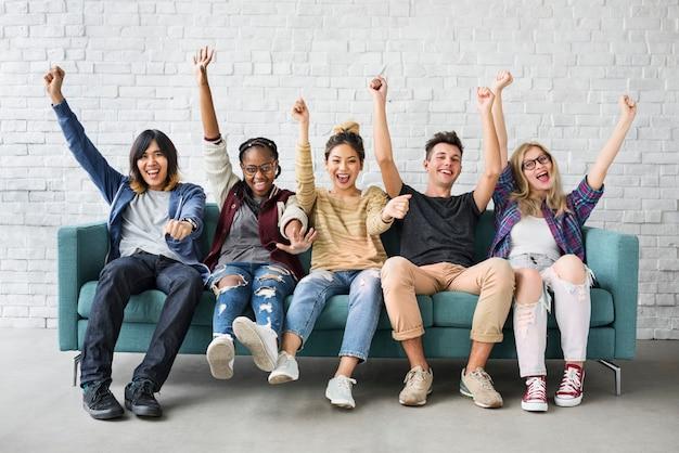 Concept de bonheur des amis étudiants diversité