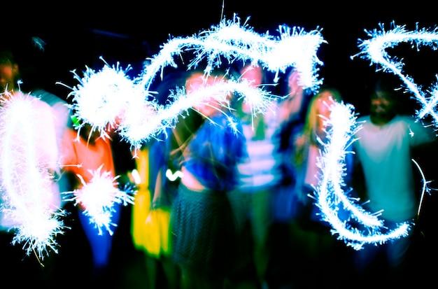 Concept de bonheur de la fête de l'amitié ethnique diversifiée