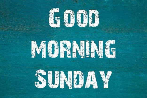Concept, bonjour dimanche - phrase écrite sur fond vert ancien.