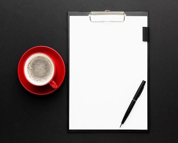 Concept de bureau vue de dessus avec café