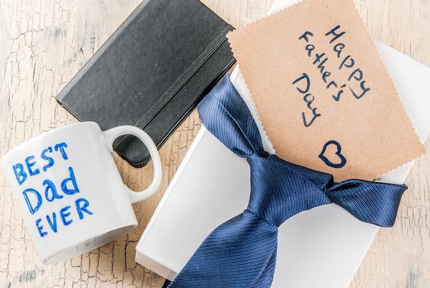 Concept de cadeau de fête des pères, fond de carte de voeux, boîte-cadeau, décoration de cravate