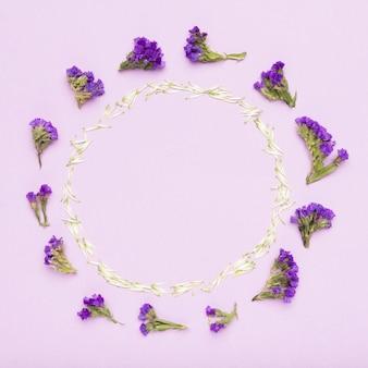 Concept de cadre de fleurs colorées