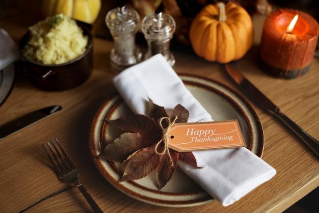 Concept de cadre de table de thanksgiving maple leaf