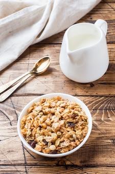 Concept de café au lait muesli petit déjeuner et des craquelins