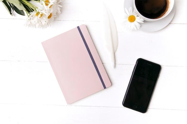 Concept de cahier de bureau et stylo