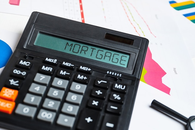 Le concept de calcul du coût d'une hypothèque pour l'achat d'une maison.