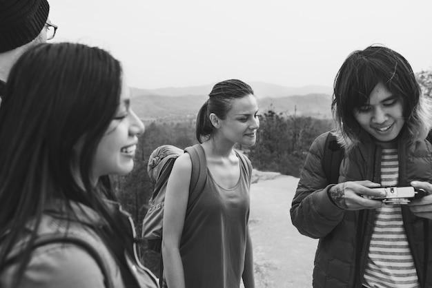 Concept de caméra trekking personnes amitié hangout voyage destination