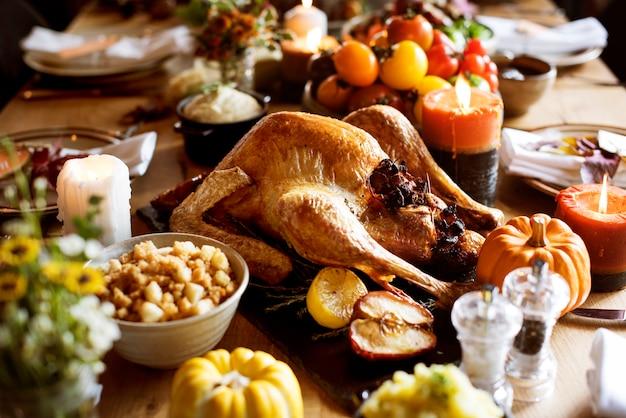 Concept de célébration de la thanksgiving tradition à la dinde rôtie