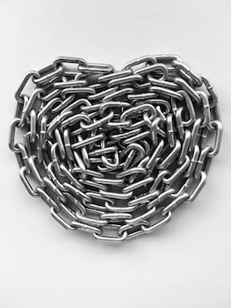 Concept de chaîne, signe de la saint-valentin, coeur de chaîne.