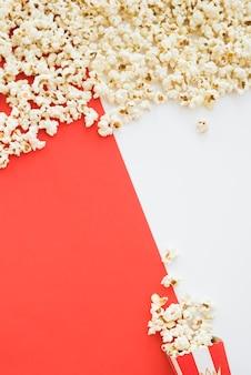Concept de cinéma avec fond de pop-corn