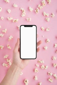 Concept de cinéma avec modèle de smartphone