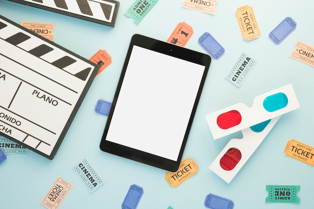 Concept de cinéma avec modèle de tablette