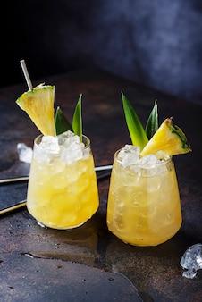 Concept de cocktail et bar d'été