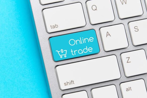 Concept de commerce en ligne sur le bouton du clavier