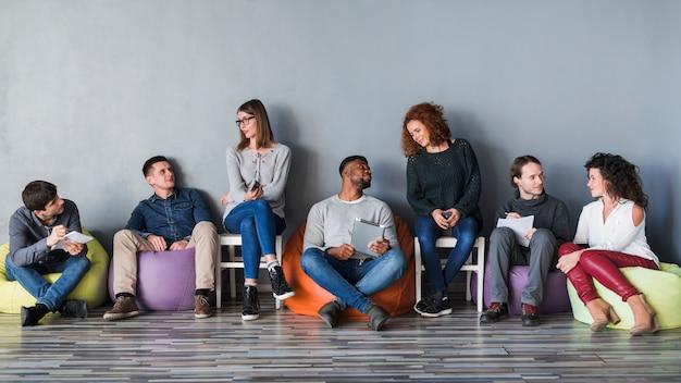 Concept communautaire avec groupe de personnes