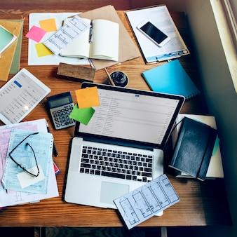Concept de communication de poste de travail office digital devices
