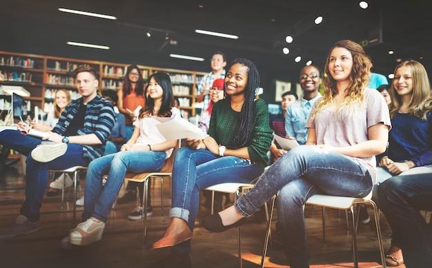 Concept de conférence en classe pour étudiants