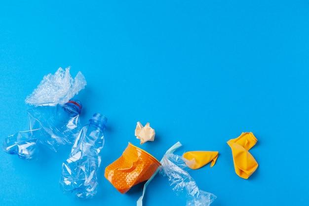 Concept de conservation de l'environnement - ordures préparées pour le recyclage