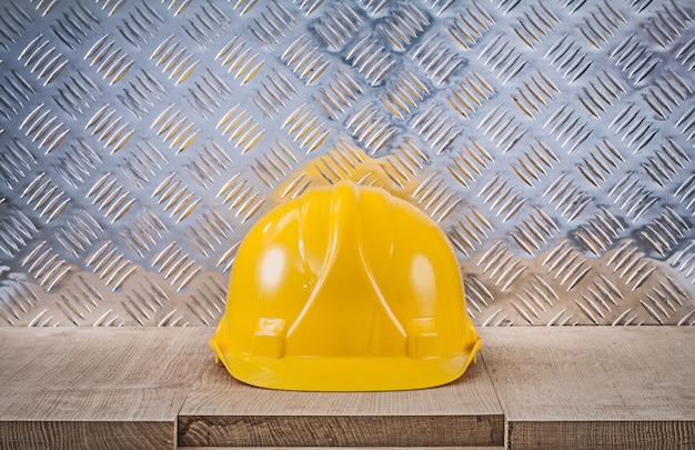 Concept de construction en tôle canalisée de panneau de bois de casque de sécurité