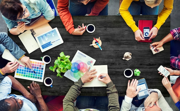 Concept contemporain multiethnique brainstorming