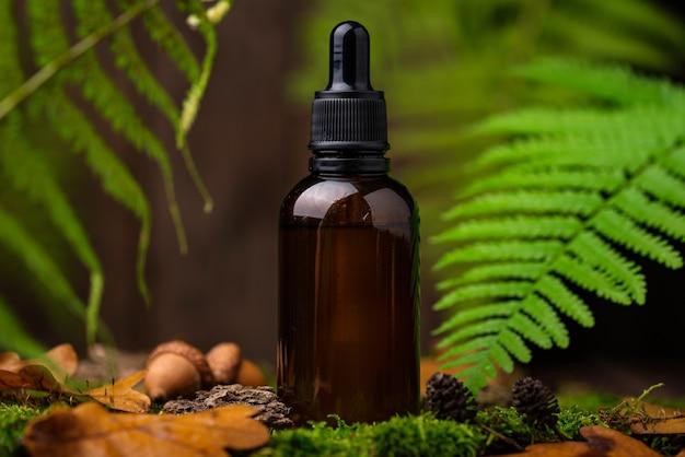 Concept cosmétique naturel avec bouteille en verre