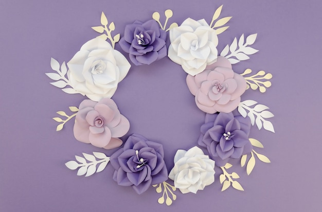 Concept de créativité avec cadre floral coloré