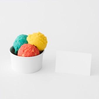 Concept de crème glacée de papeterie avec carte de visite