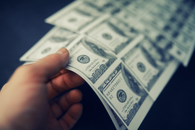 Le concept de la crise économique mondiale production illégale de dollars imprimer de l'argent sous terre