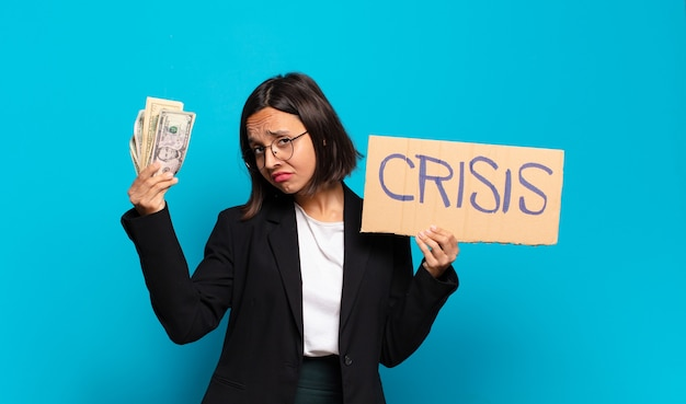 Concept de crise jeune jolie femme d'affaires