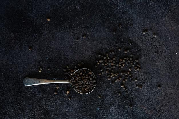 Concept de cuisine aux épices au poivre