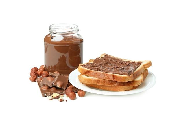 Concept de cuisine délicieuse avec pâte de chocolat isolé sur fond blanc