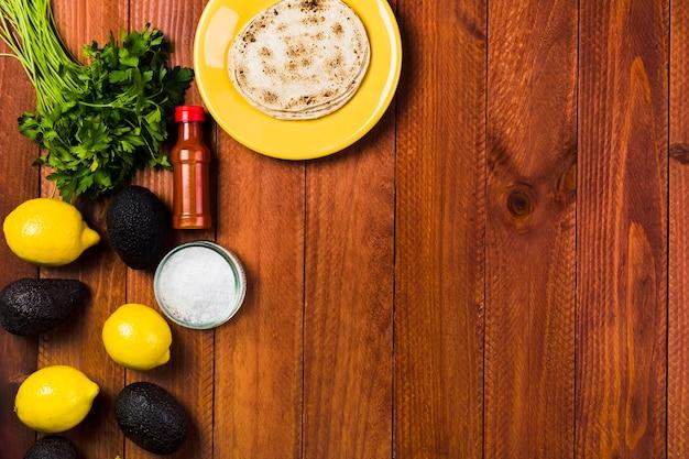 Concept de cuisine mexicaine avec des tacos sur la plaque