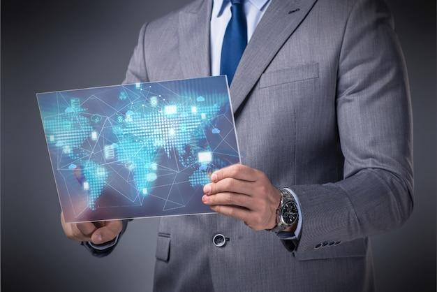Concept de data mining avec homme d'affaires