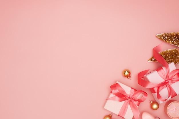 Concept, décorations de noël sur fond rose, flatley, espace copie