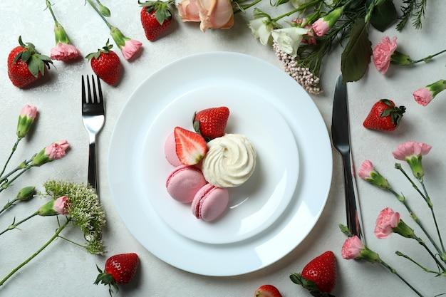 Concept de délicieux repas sur fond texturé blanc