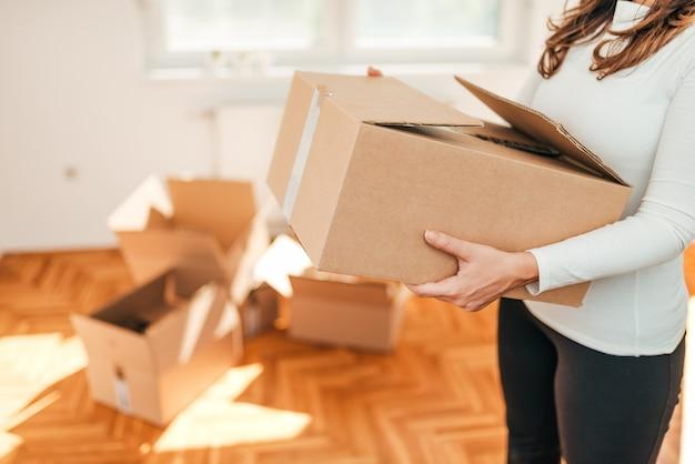 Concept de déménagement de maison.