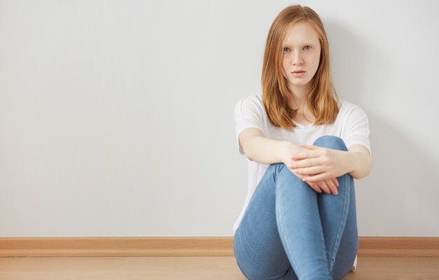 Concept de dépression et d'isolement chez les adolescentes