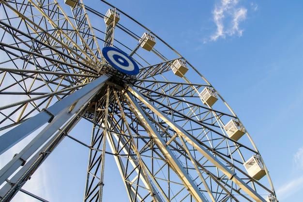 Le concept de détente et de plaisir. parc d'attractions dans le parc