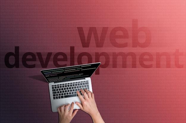 Le concept du développement web de sites et de pages internet dans le réseau mondial.