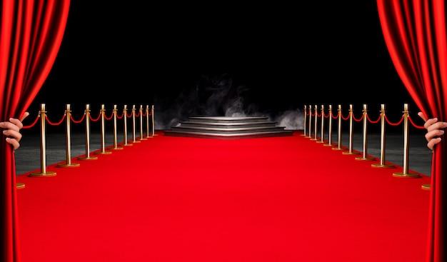 Concept du succès et du triomphe du tapis rouge, de l'escalier et de la corde d'or
