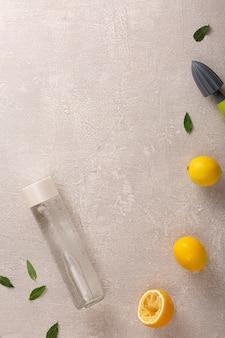 Concept d'eau propre, boisson d'été légère et purifier le corps.