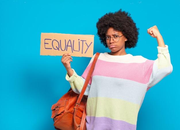 Concept d'égalité de jeune femme assez afro
