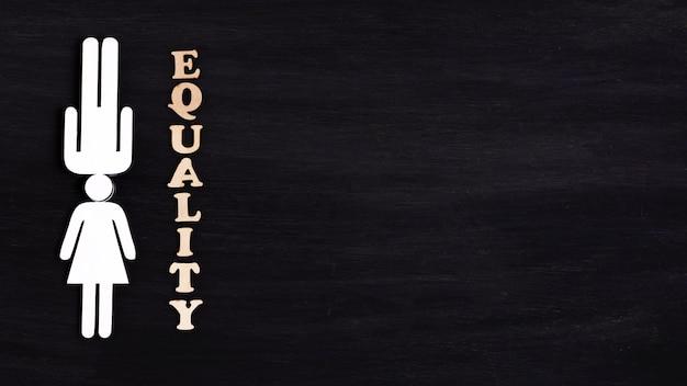 Concept de l'égalité des personnages femme et homme blanc copie espace
