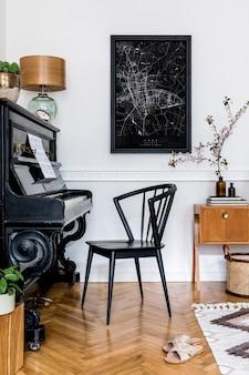Concept élégant de maquette d'affiche avec piano noir, chaise design, meubles, fleurs printanières, cactus, lampe de table, tapis et accessoires presonal élégants dans un décor moderne.