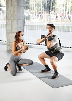 Concept d'entraînement personnel avec masques