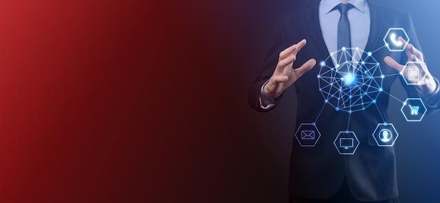 Concept d'entreprise gros plan de l'homme à l'aide de téléphone intelligent mobile et icône infographique de la technologie communautaire numérique.concept de haute technologie et de données volumineuses. image tonique.